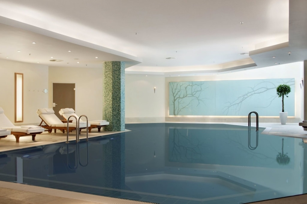 Swimmingpool im Hilton Hotel am Gendarmenmarkt