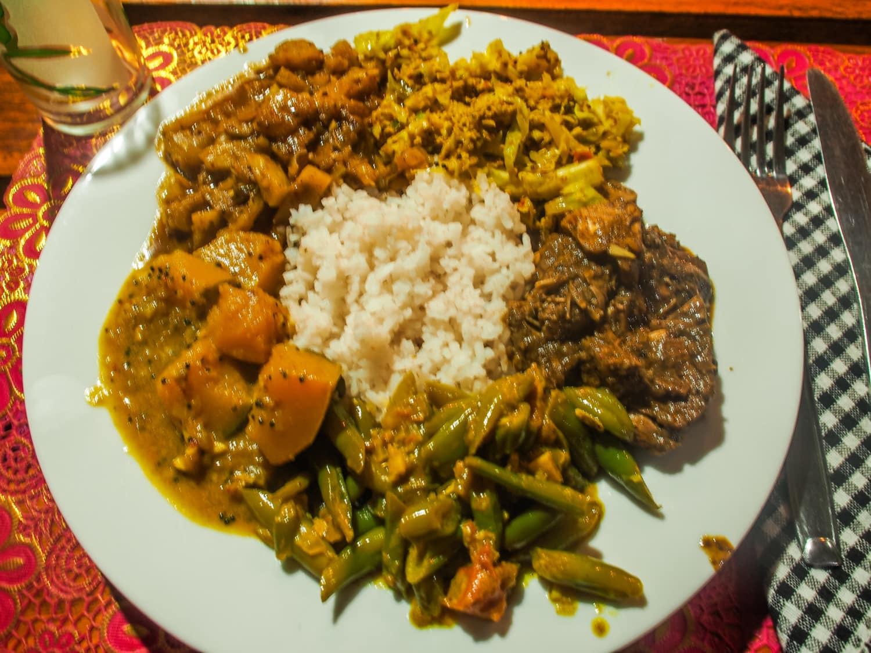 Lecker und vielfältig: eine Portion Rice and Curry