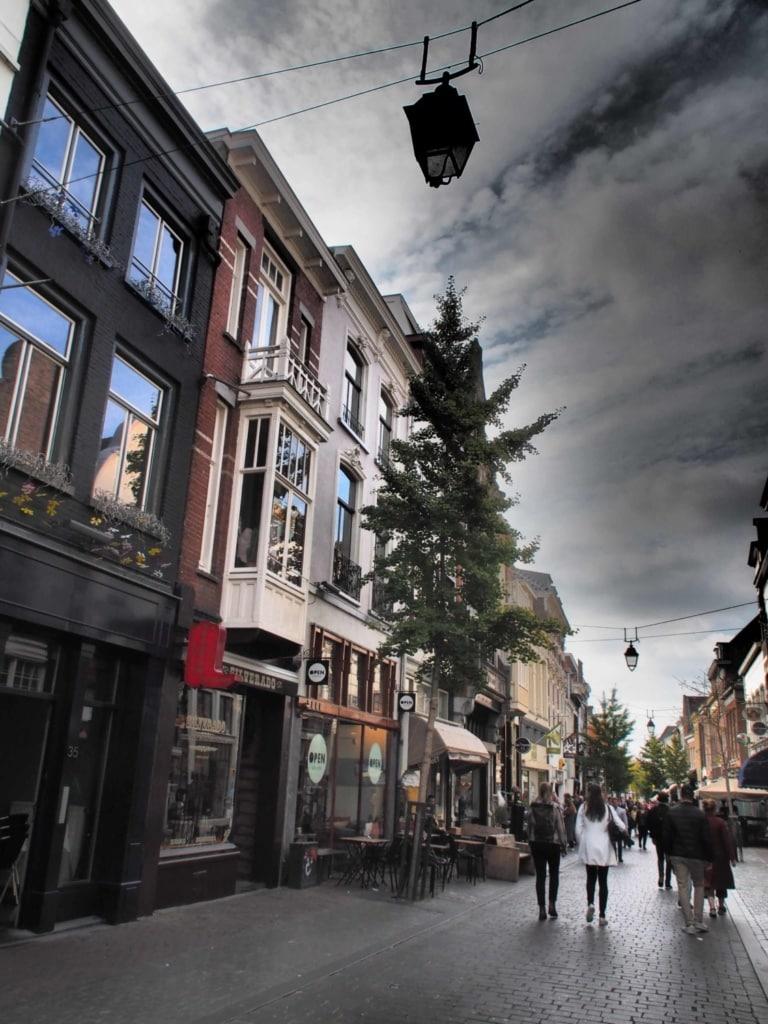 Auf der Langen Hezelstraat hatten schon die Römer ihre größte Handelsstraße der Stadt.