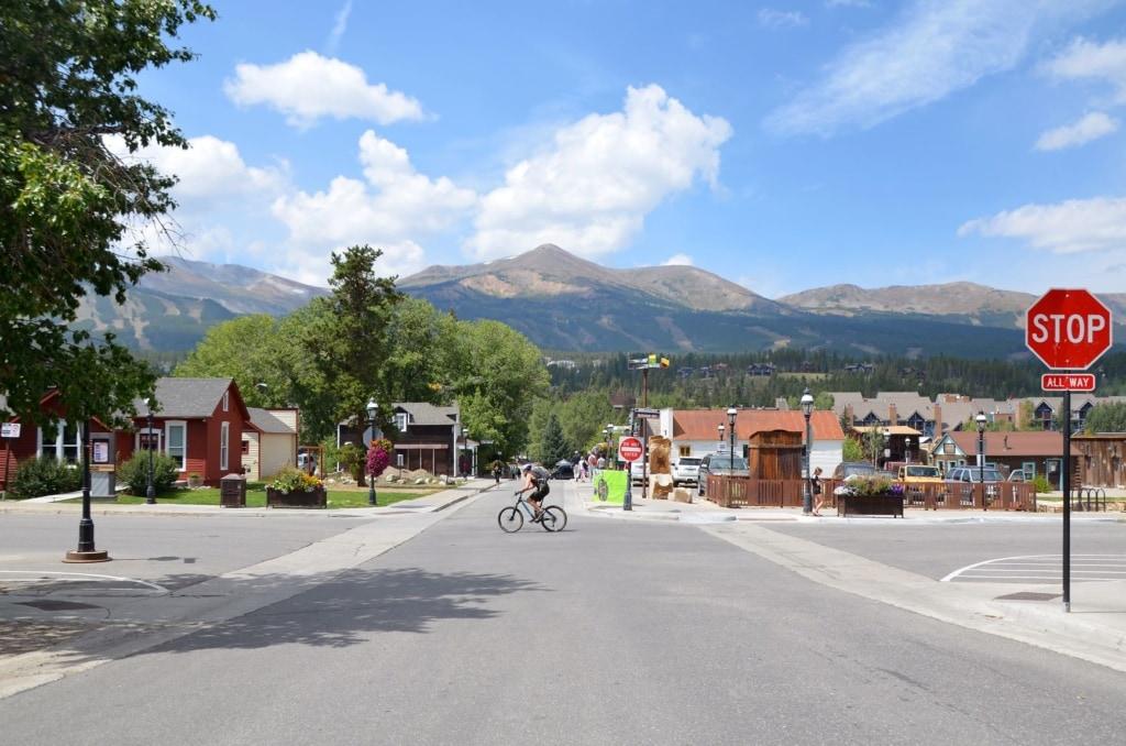 Radler auf einer Straße in Breckenridge