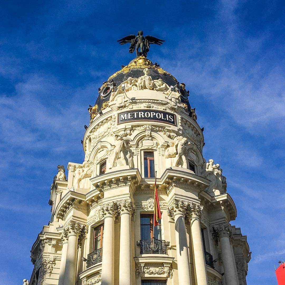 Das Metropolis-Haus ist wohl das begehrteste Instagram-Motiv der spanischen Hauptstadt #madrid #travelspain #passionpassport #reportervorort #welivetoexplore #photography #architecture