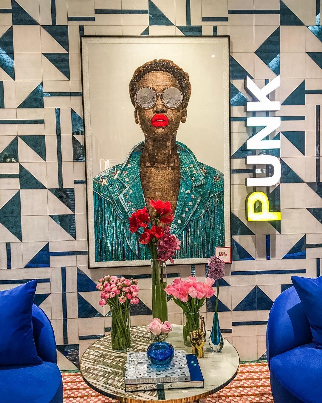 Wer auf der Suche nach Inspirationen für die nächste Renovierung ist, der sollte der Casa Decor in Madrid einen Besuch abstatten. Redakteurin Linda @gold_gelb konnte sich gar nicht satt sehen an den tollen Farben und Deko-Ideen und träumt schon jetzt vom nächsten Umzug. #madrid #casadecor #spain #reportervorort #mytinyatlas #decorationgoals #architecture #interiordesign #passionpassport #welivetoexplore