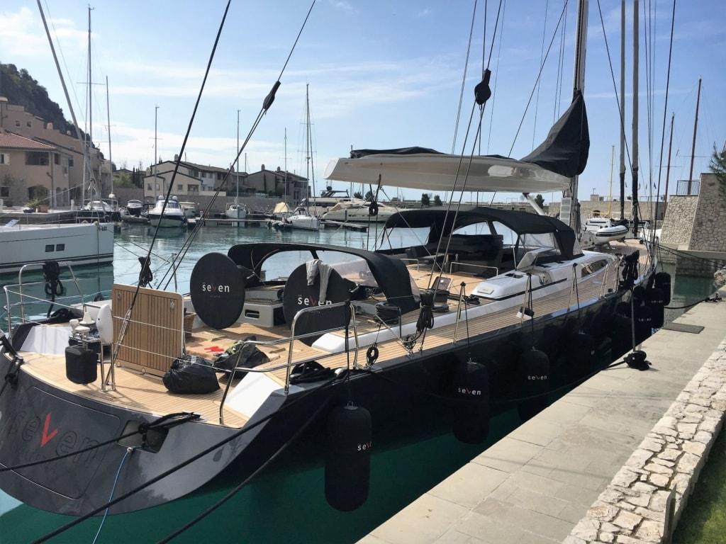 Luxusyacht in der Marina von Portopiccolo