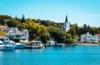 Idyllisch liegt Mackinac Island im Gewässer