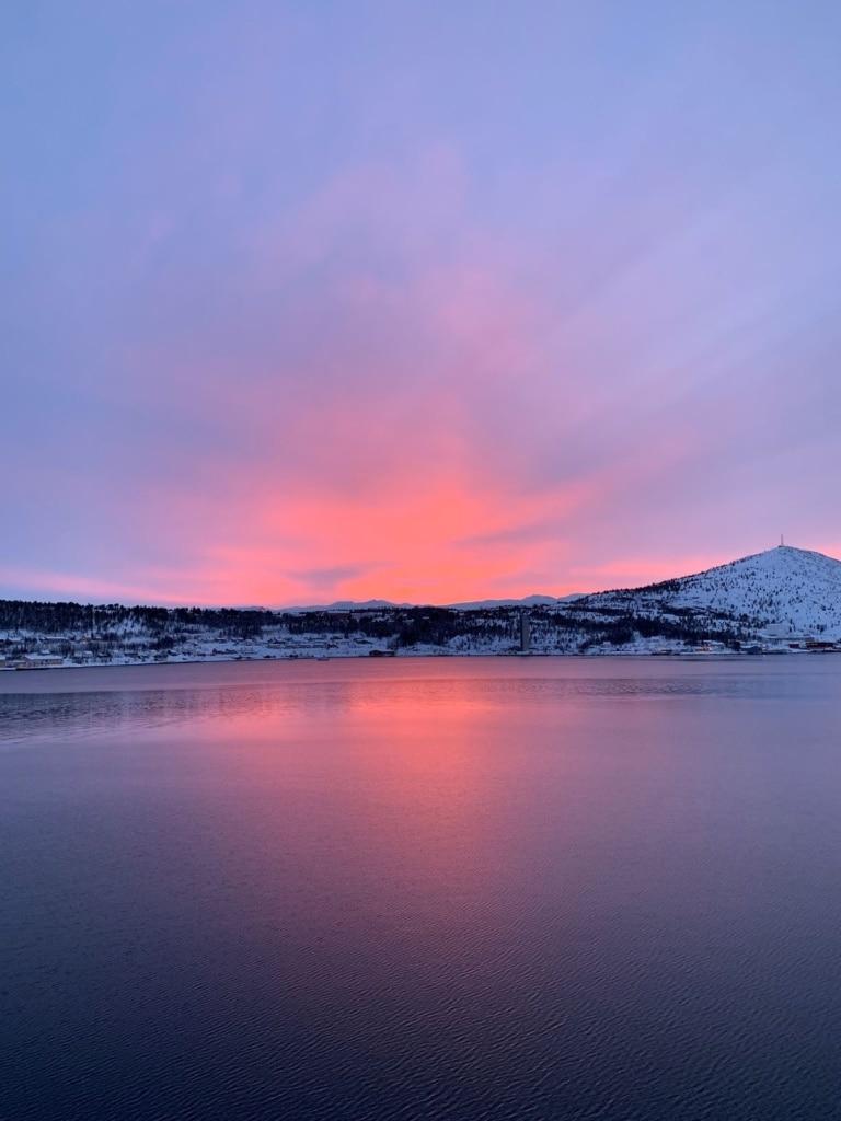 Sonnenuntergang vor der Küste Norwegens im Winter