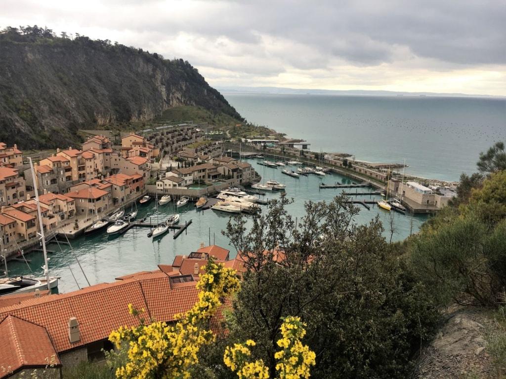 Panorama von Portopiccolo mit Marina