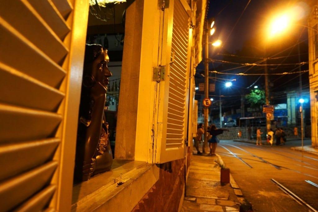 Straße in Rio in der Nacht