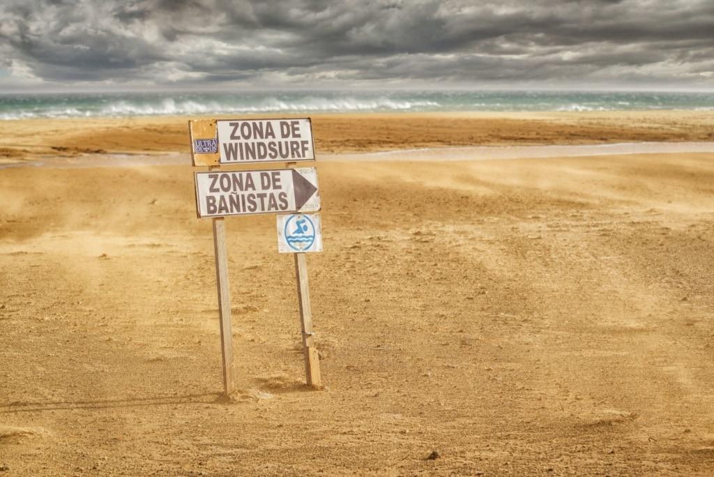 Strand-Hinweisschilder auf Fuerteventura