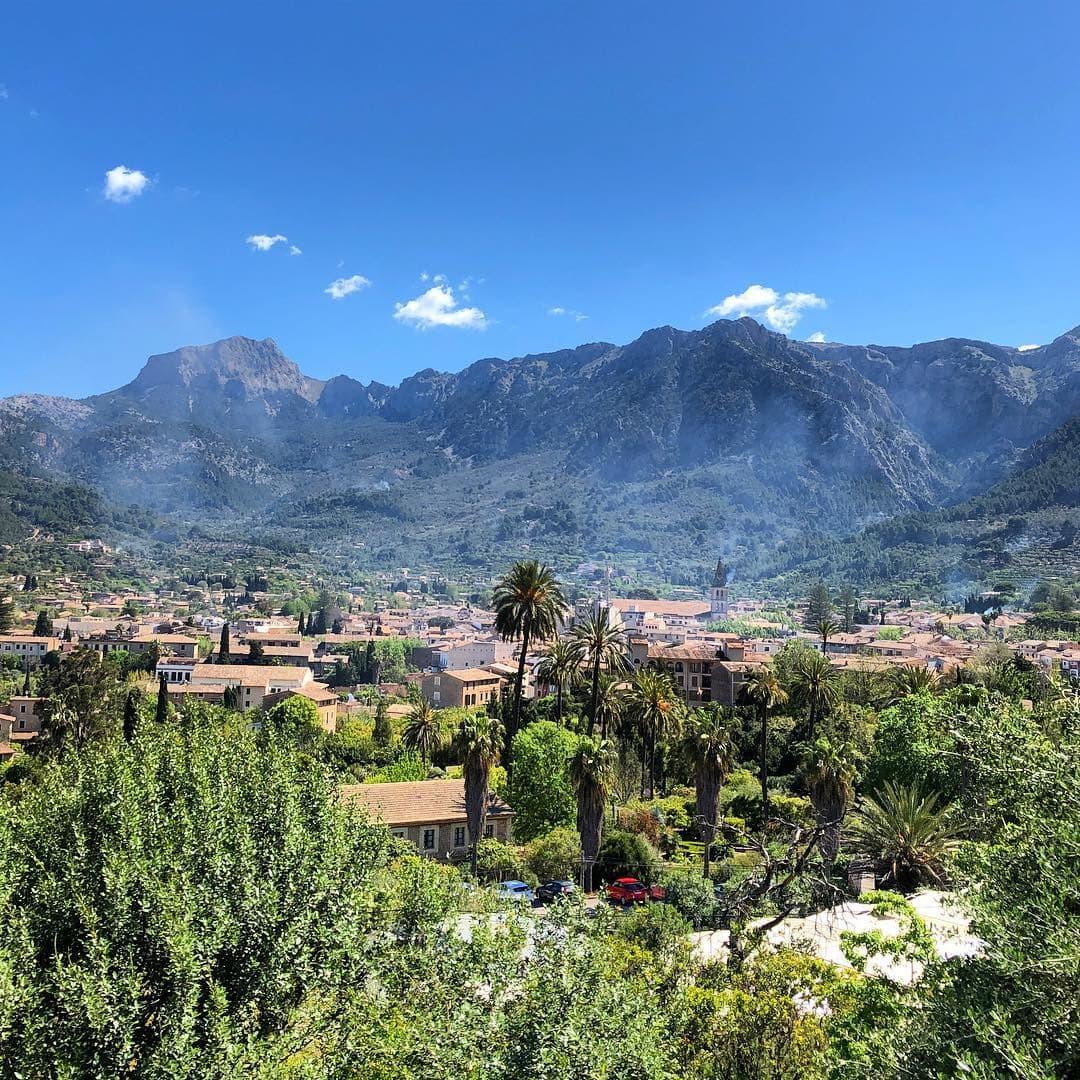 Diese Insel ist eine Schönheit. Doch momentan auch ganz schön voll. So empfindet es @fraumuksch, die für uns gerade ein neues Hotel testet. Aber dazu später mehr. Wie steht ihr zu #Mallorca? Habt ihr noch Geheimtipps?