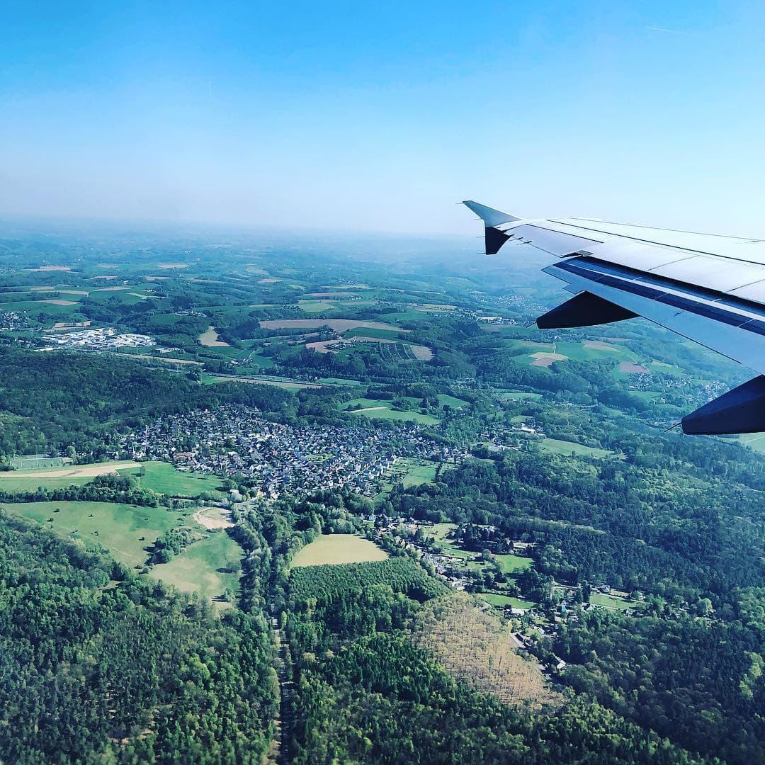 Ganz schön grün. @fraumuksch fotografierte unsere Heimat #NRW. #reportervorort #wingshot #ausdemfenster #deuteschland #germany #welivetoexplore