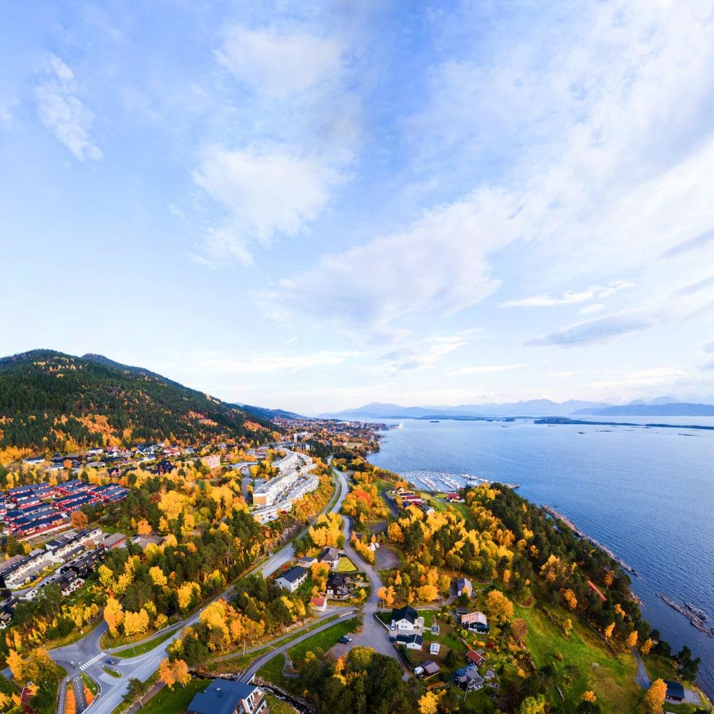 Molde in Norwegen ist zwar eher eine graue Industriestadt – doch der Ausblick über den Fjord ist gigantisch.
