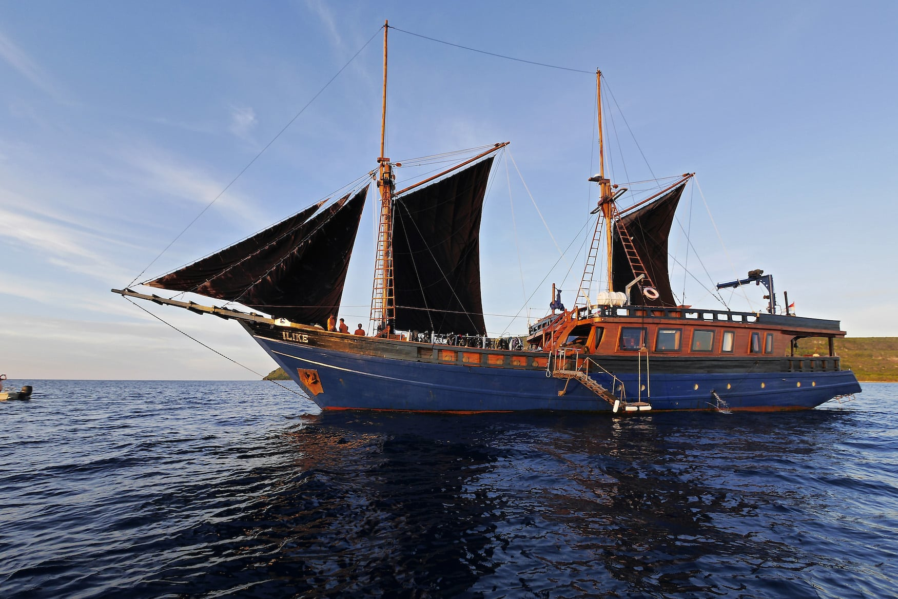 Tauchschiff unterwegs in Indonesien