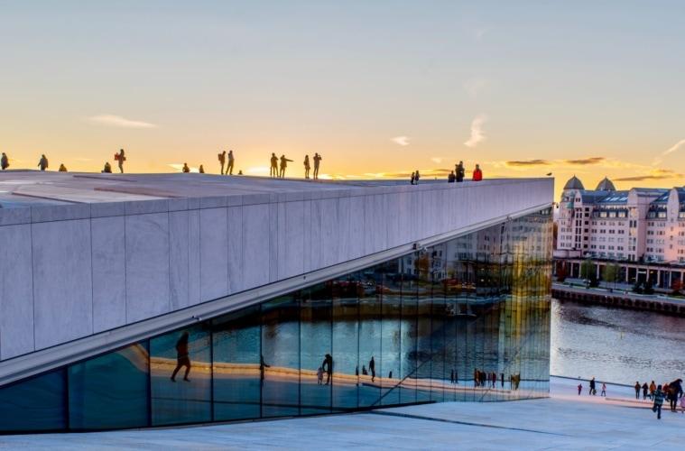 Besucher der Oper in Oslo