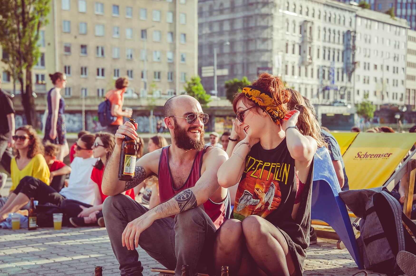 Junge Leute auf Festival in Wien