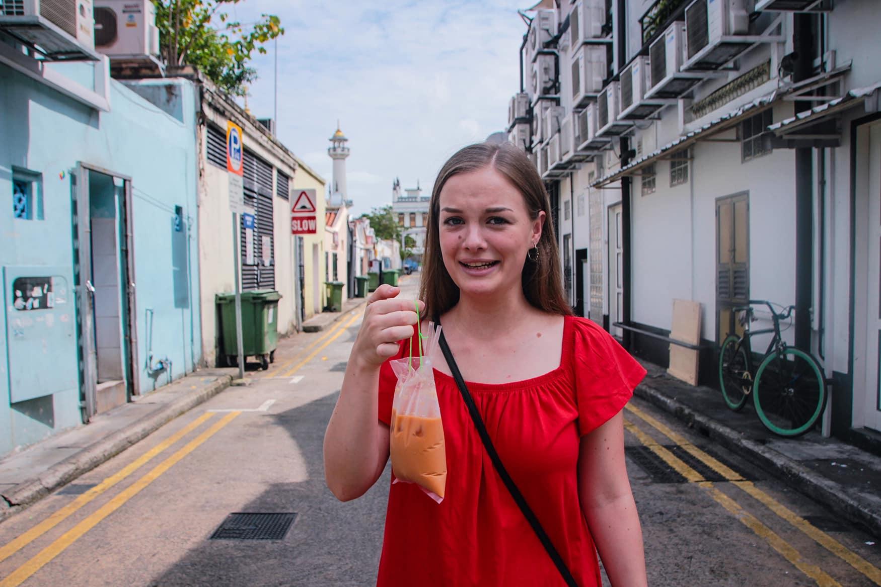Redakteurin Linda probiert Teh Tarik in Singapur