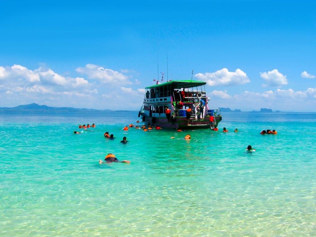 Schnorchler vor der Insel Ko Kradan in Thailand