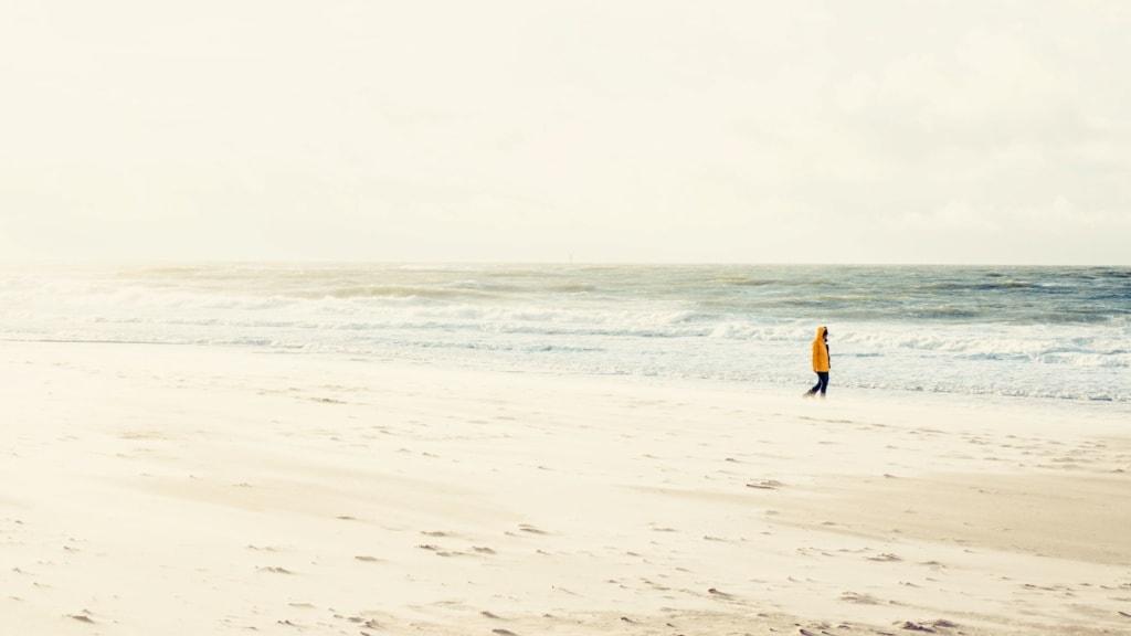 Spaziergänger am Strand auf Sylt