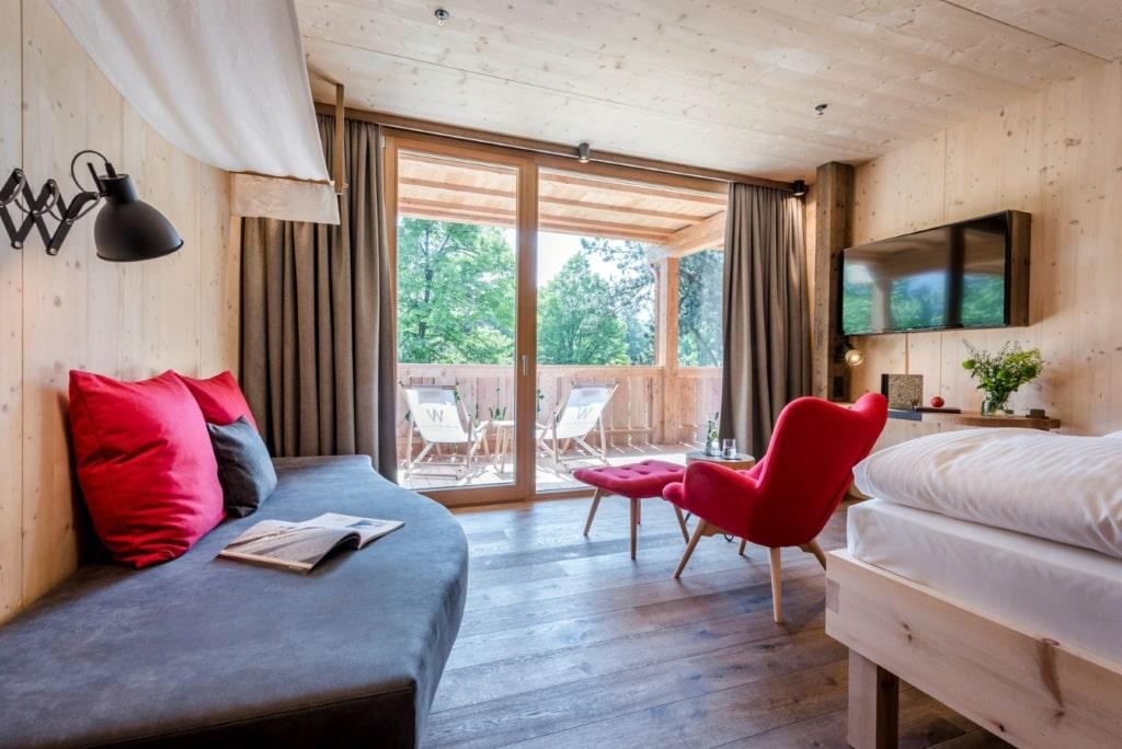 Zimmer mit Balkon im Hotel Werdenfelserei in Garmisch