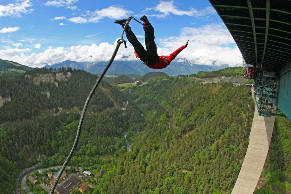 Bungee Jumper von der Europabrücke