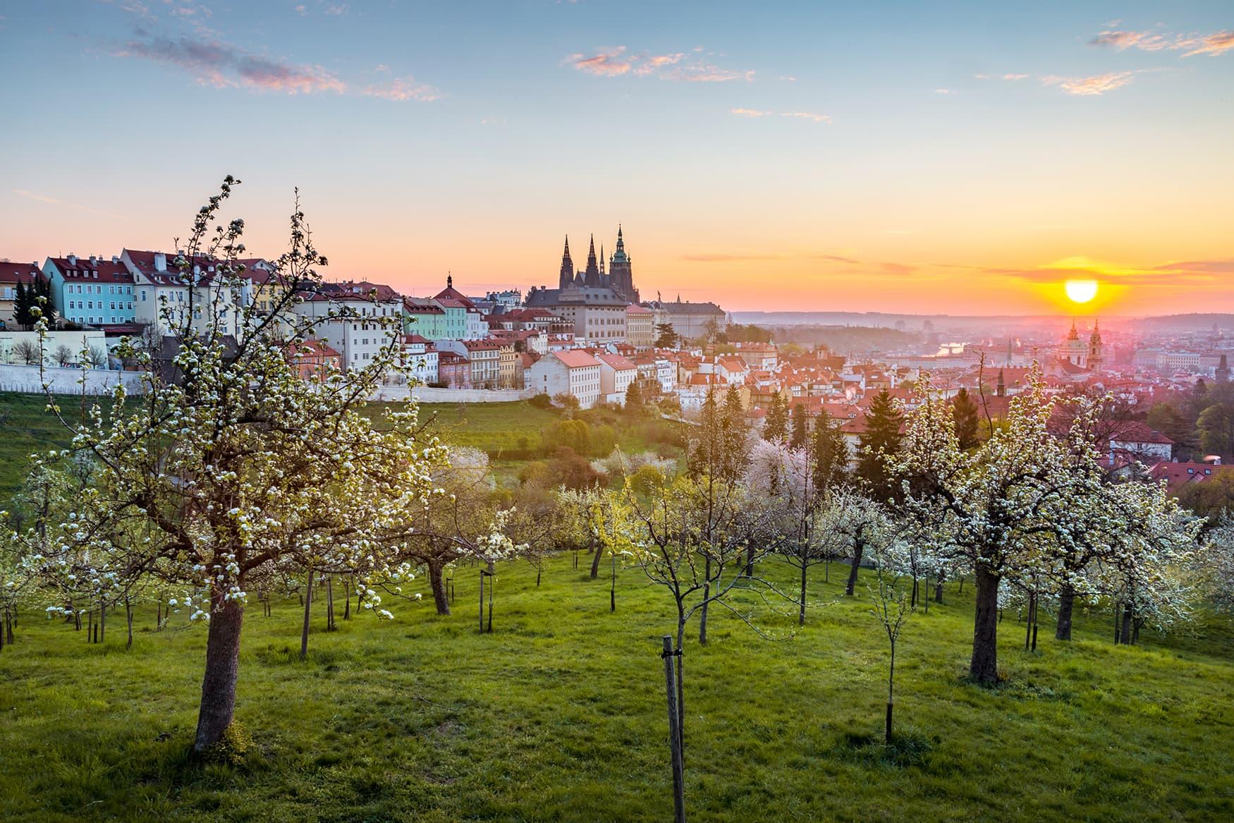 Blick auf die Prager Burg bei Sonnenuntergang