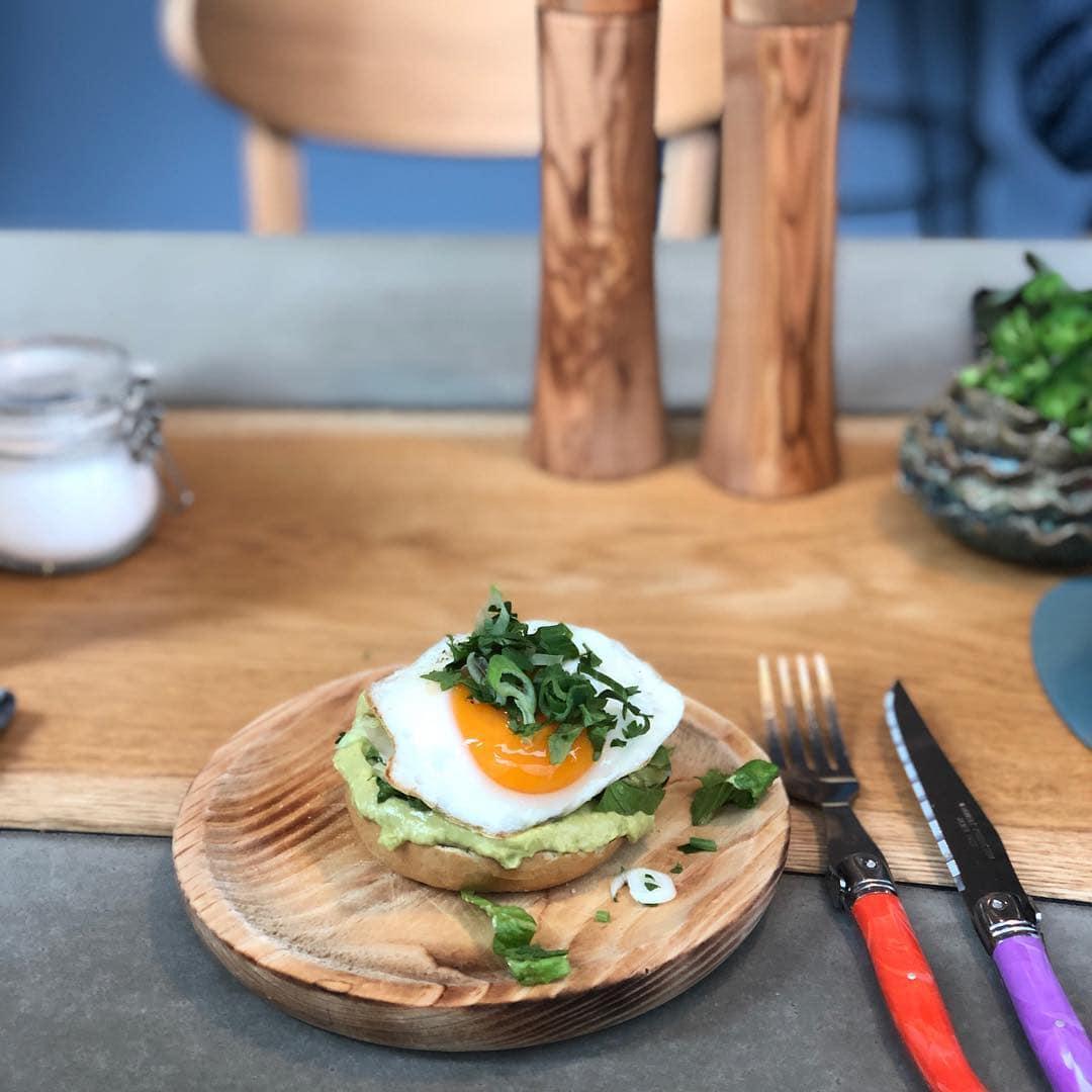 Mmmmh. Frühstück auf sehr hohem Niveau serviert das Neobiota. Der Kaffee ist auch exzellent, sagt @fraumuksch. Nur falls ihr Mal in #Köln seid. #liebedeinestadt #homeiswherethedomis #mytinyatlas #passionpassport #restaurant