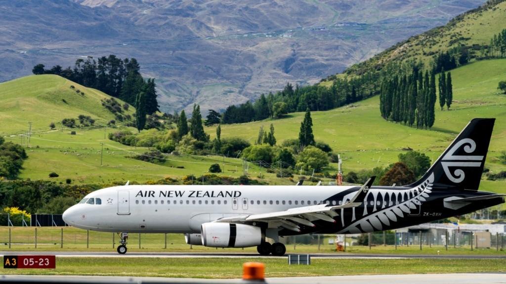 Air New Zealand Flugzeug auf Rollfeld