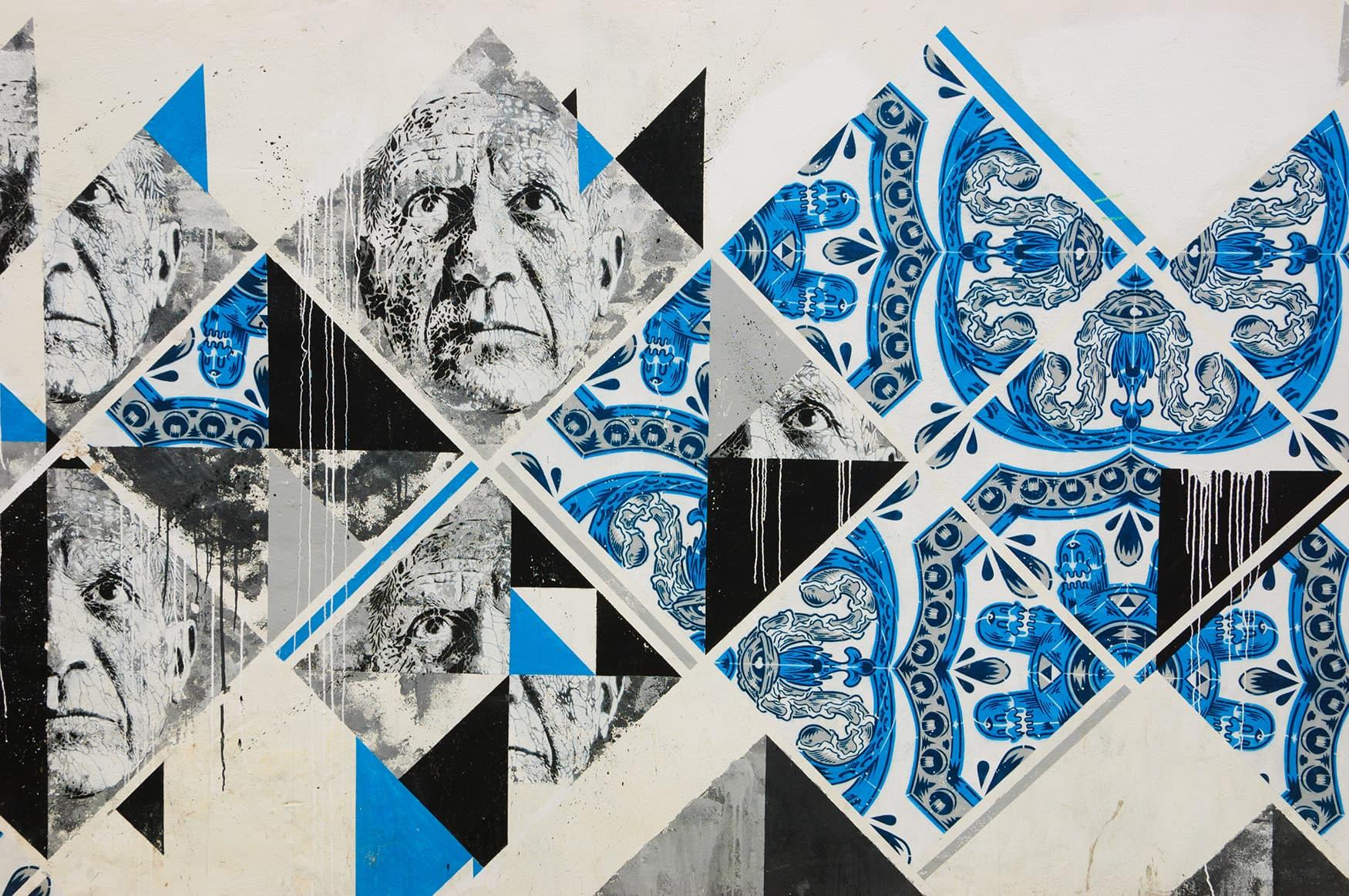 Blaue Fliesen an Wand in Lagos