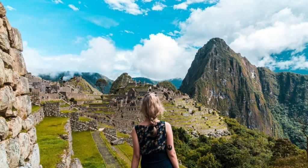 Frau in Machu Picchu
