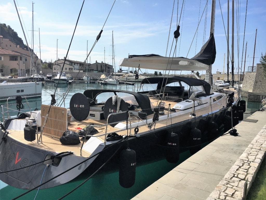 Yacht im Hafen von Portopiccolo