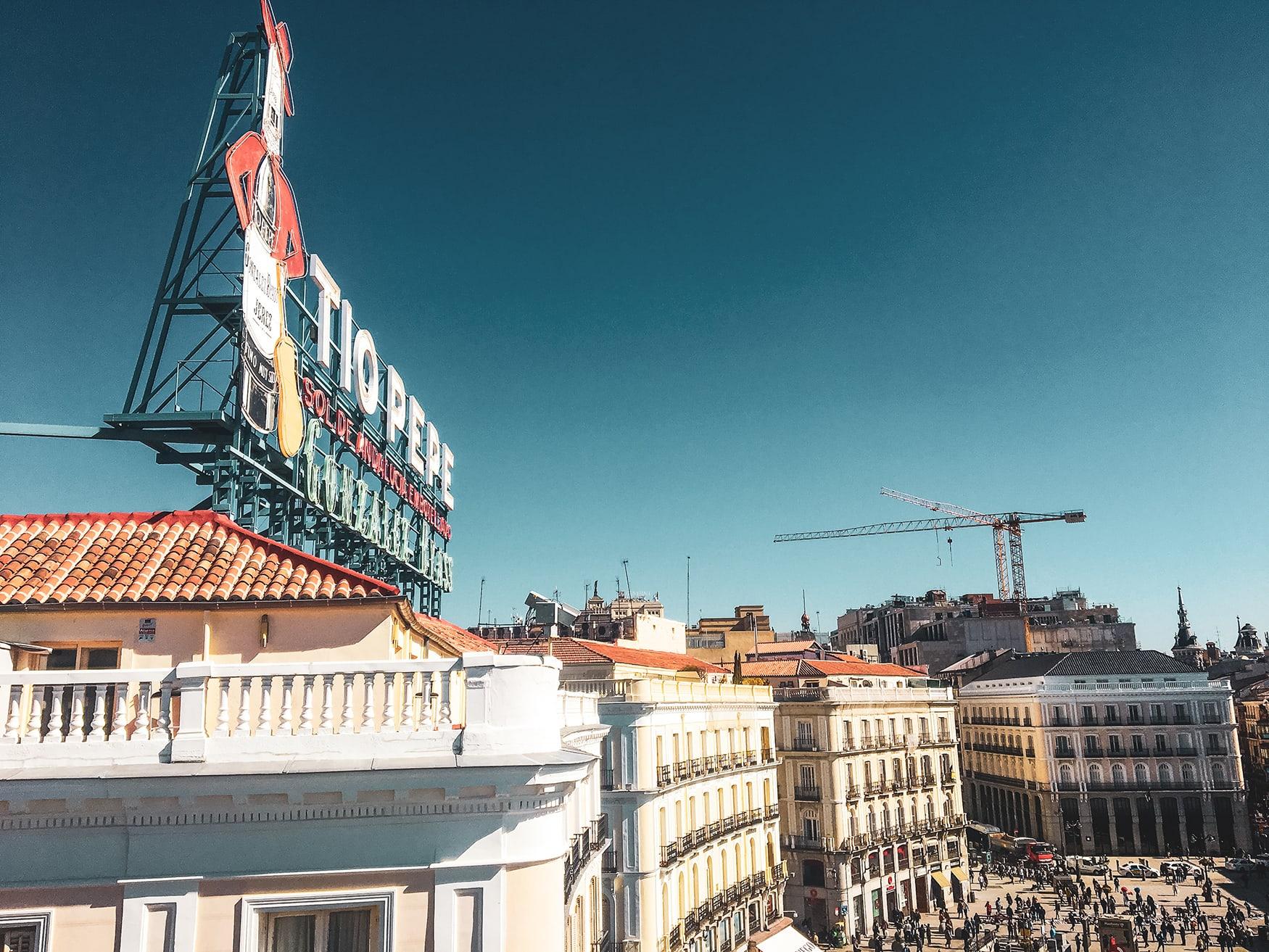 Schriftzug Tio Pepe über der Plaza del Sol
