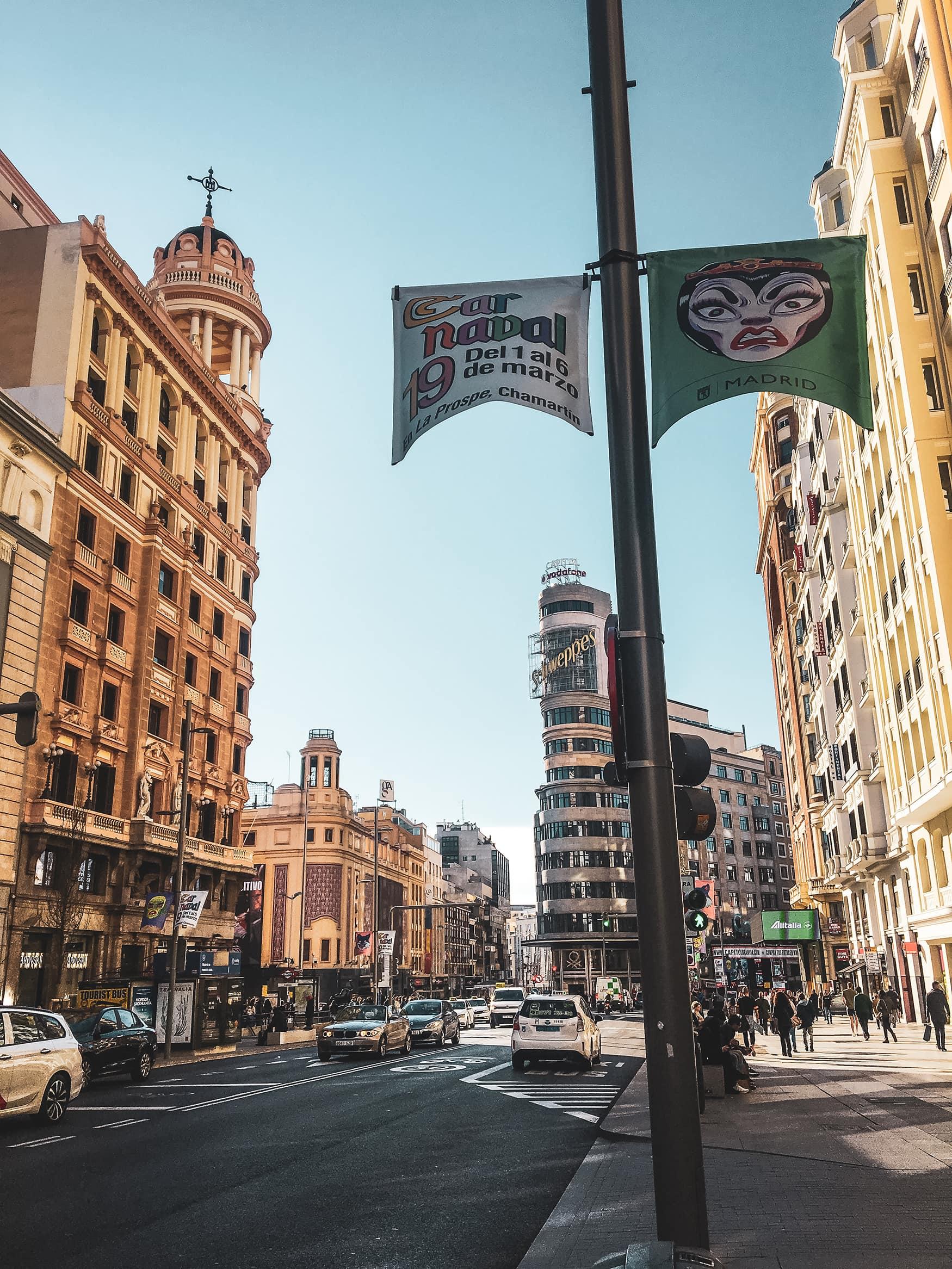 Auf der Gran Vía in Madrid kann man Shoppen bis zum Umfallen