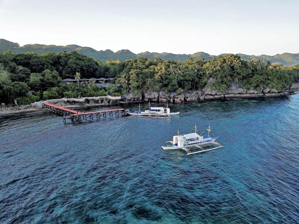 Katamaran vor der Insel Bohol
