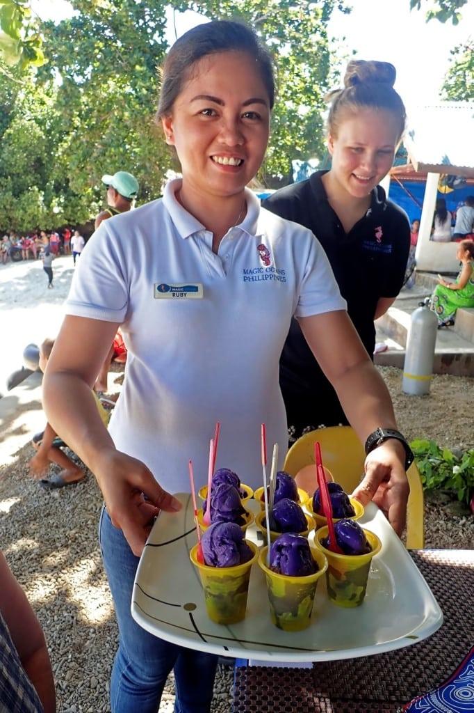 Tauchlehrerin Lee-Ann auf der Insel Bohol