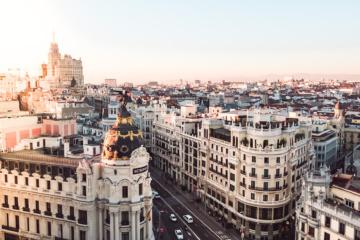 Metropolis-Haus in Madrid bei Dämmerung