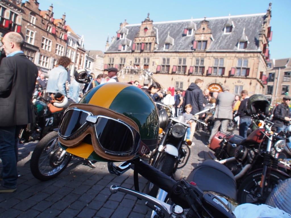 Es ist immer was los auf dem Grote Markt in Nimwegen – hier ein Biker-Treffen.