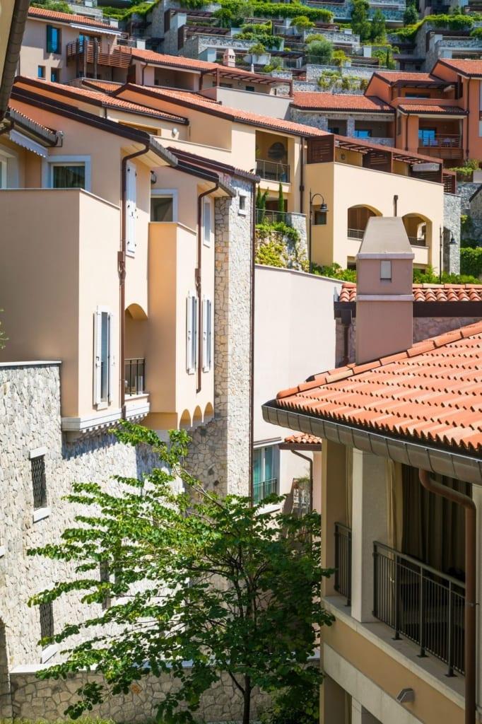 Blick auf Häuser in Portopiccolo