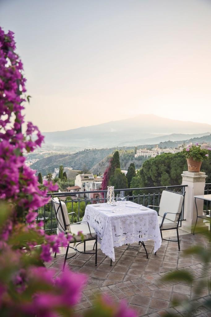 Küche in Sizilien: Terrasse des Restaurants im Grand Hotel Timeo