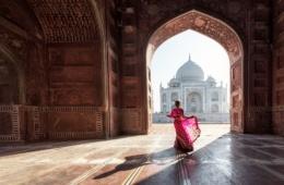 Frau in Taj Mahal, Agra, Uttar Pradesh, India