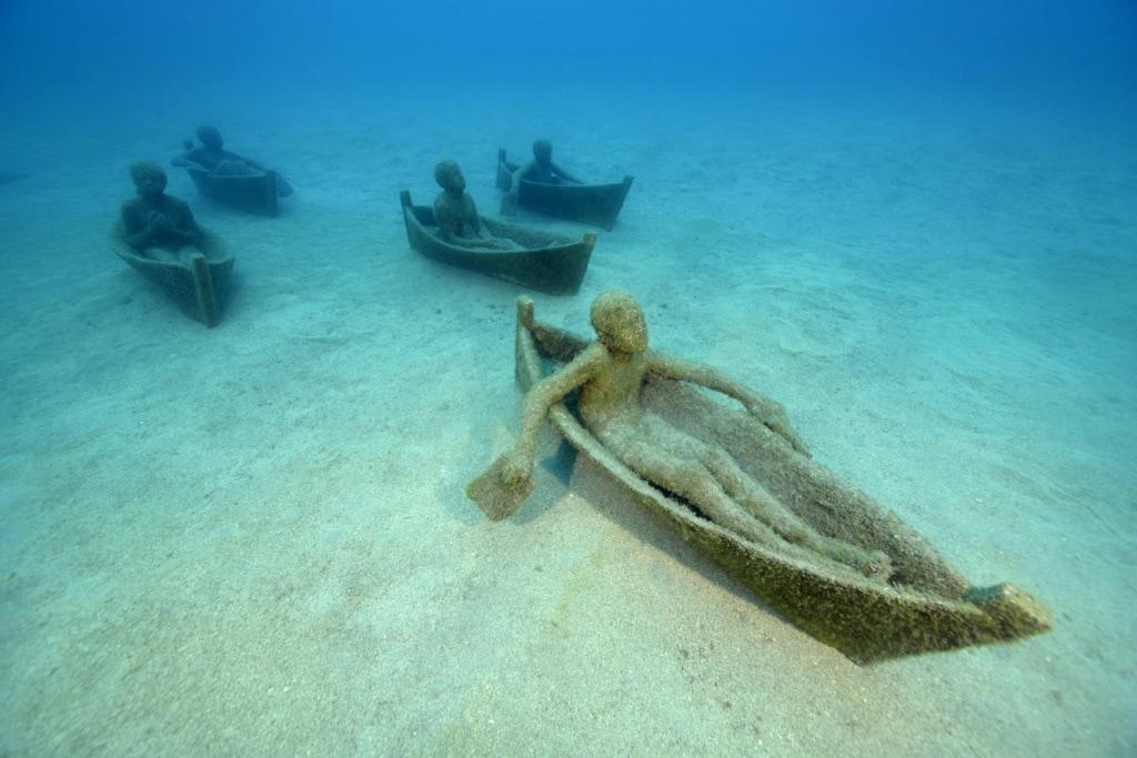 Skulpturen unter Wasser