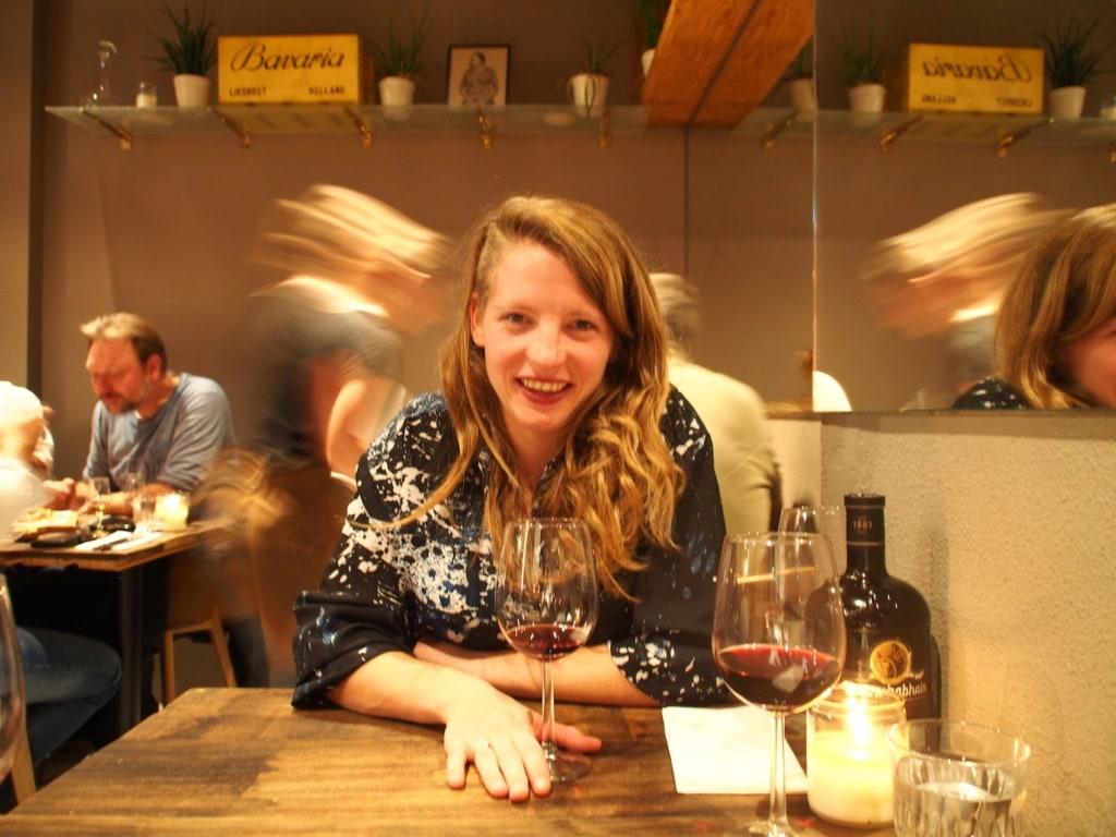 So glücklich ist unsere Autorin nach dem besten Steak ihres Lebens in Nimwegen.