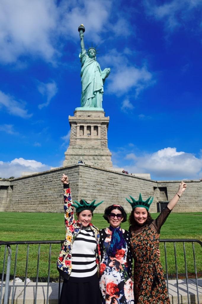 Touristen vor Freiheitsstatue