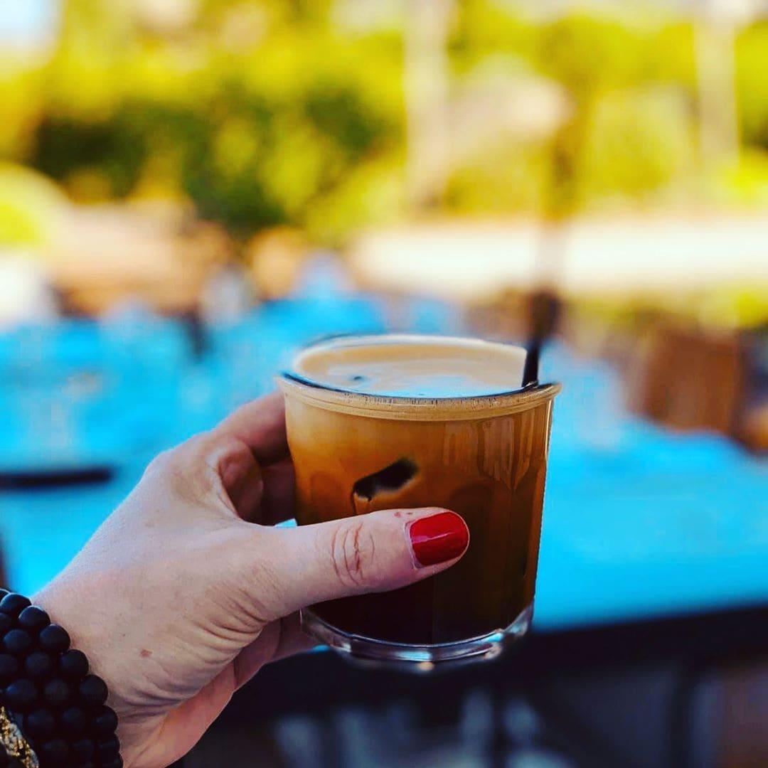 @aspirinia grüßt von Costa Navarino mit einem griechischen Eiskaffee. Hach ❤️ #Greece #Griechenland #coffeelover #coffeetime #hotel #reisenexclusiv #reportervorort #welivetoexplore