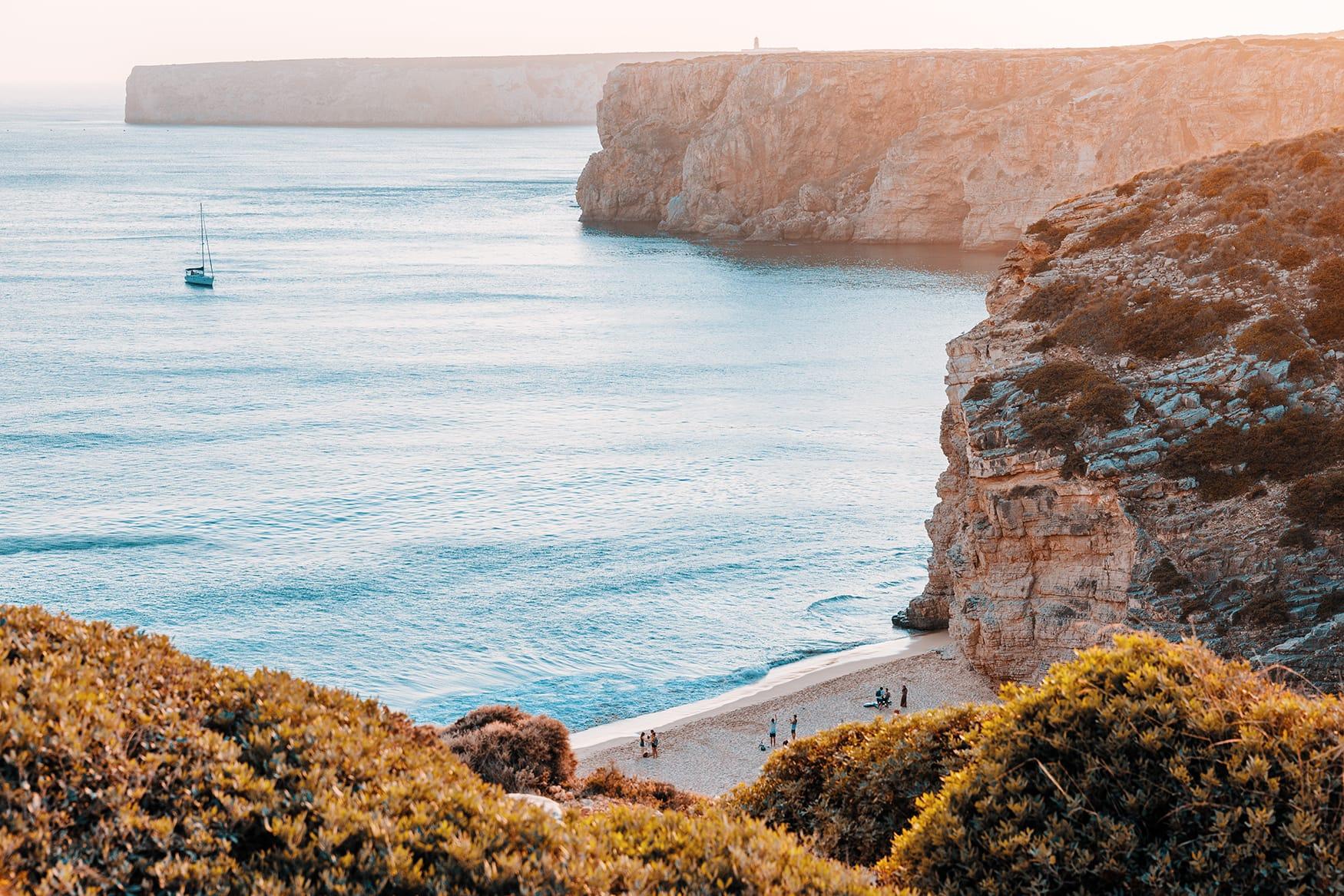 Kleine Bucht bei Sagres in Portugal