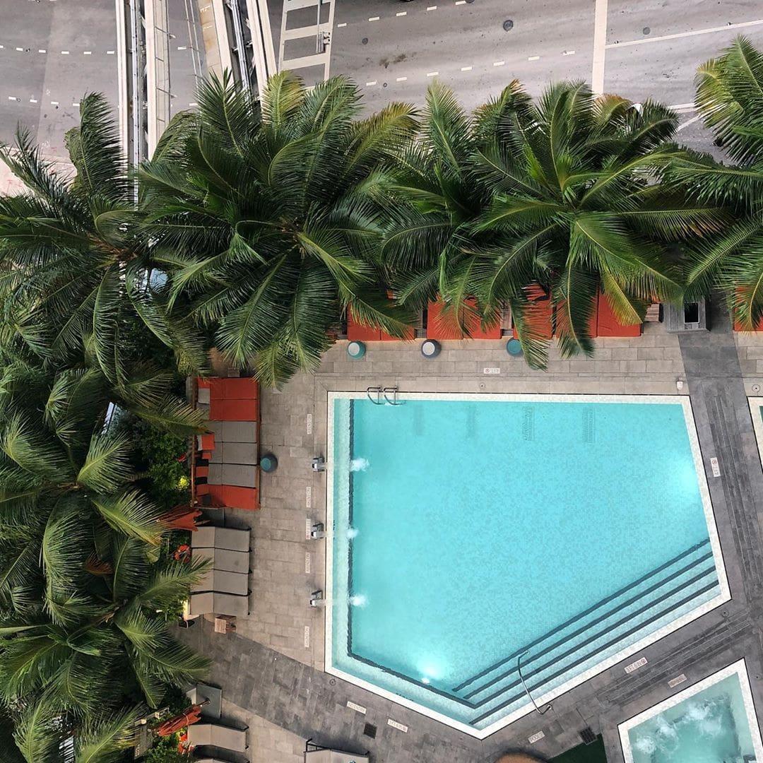 Urban Jungle meets Swimming Pool. Relaxen inmitten der Stadt. Chefredakteurin @fraumuksch  empfiehlt das @eastmia. Tolles Ding! #passionpassport #hotel #hotelreview #reportervorort #travelgram #mytinyatlas