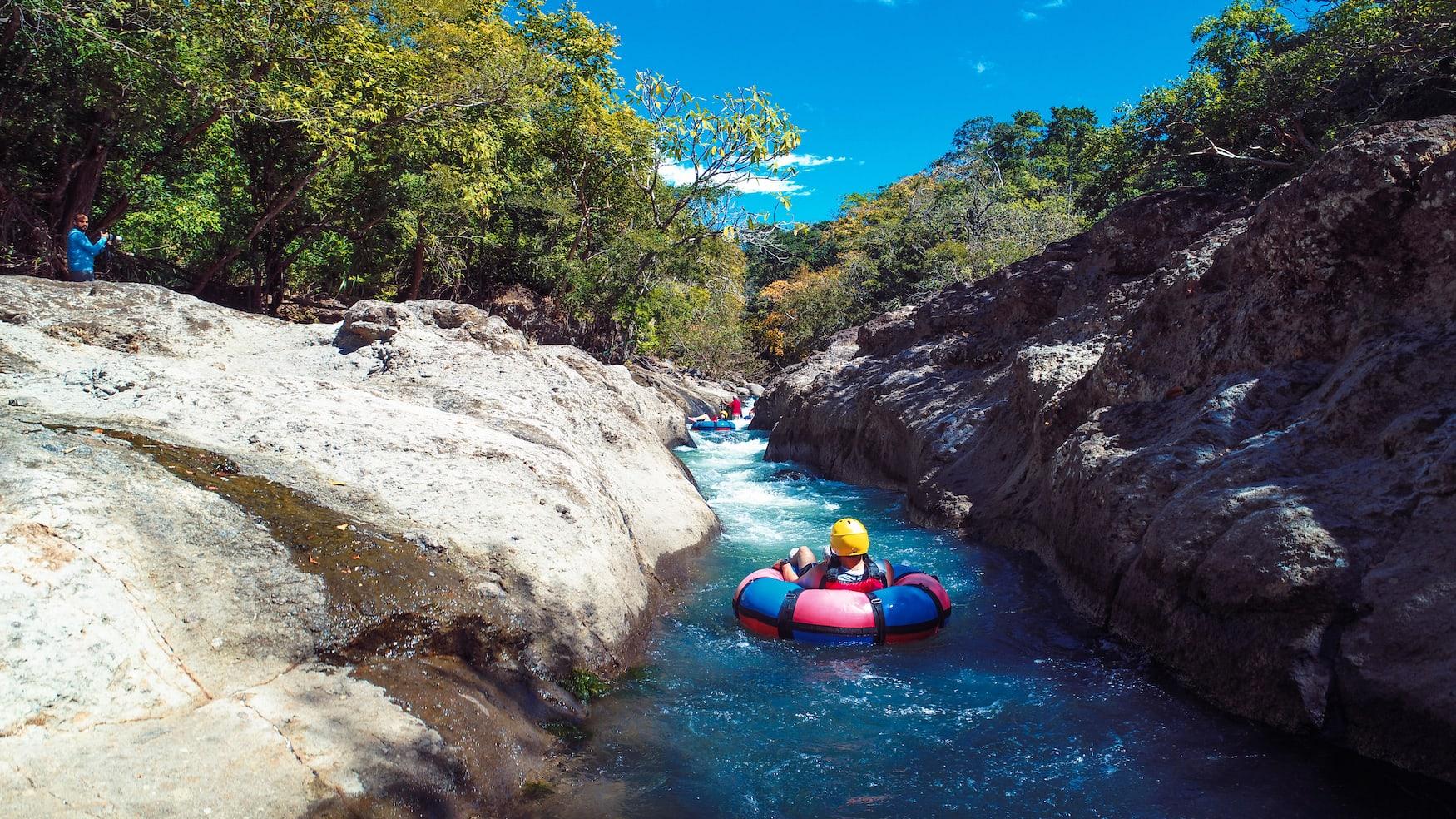 Wildwasser-Rafting auf Fluss in Guanacaste