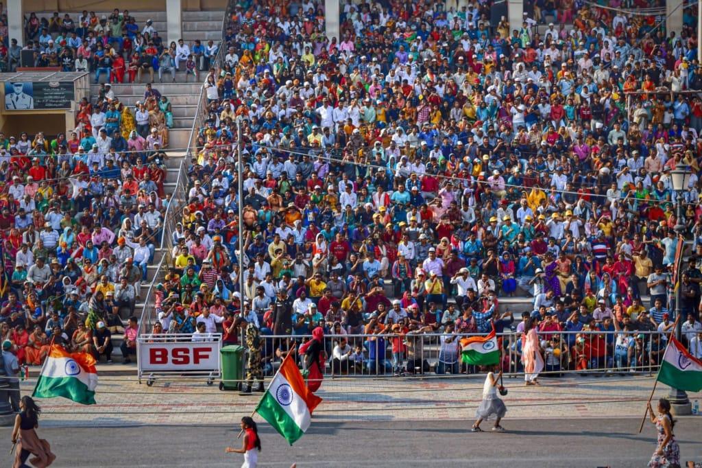 Militärparade an der Attari-Wagah-Grenze