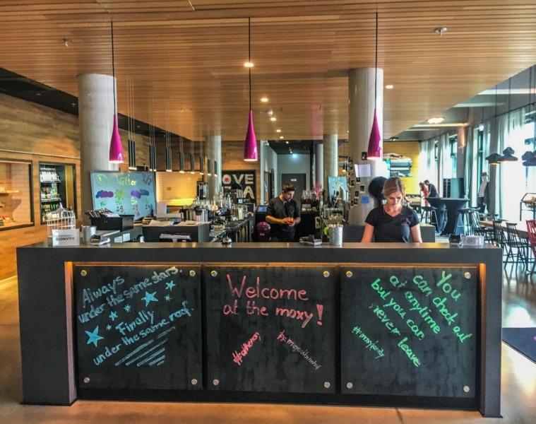 Moxy Hotel Berlin Ostbahnhof Rezeption Check in