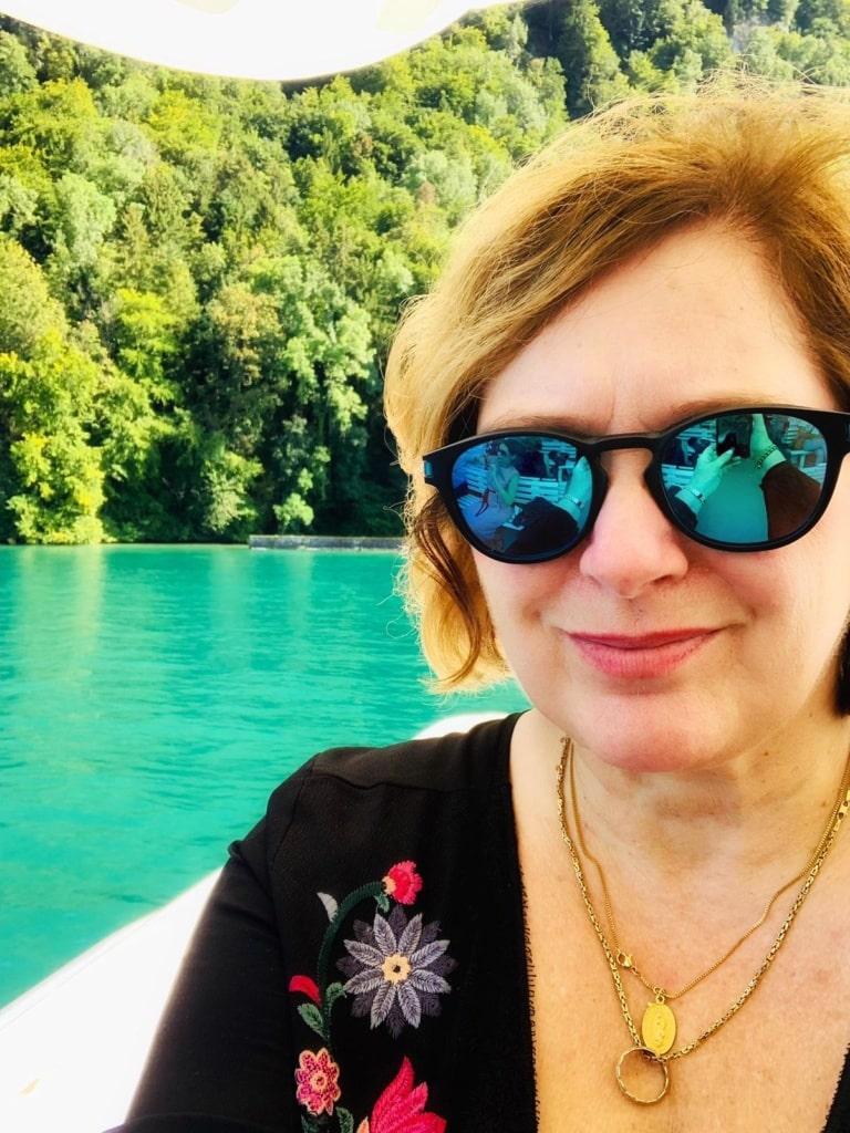 Simone Sever im Boot auf dem Vierwaldstättersee in der Schweiz
