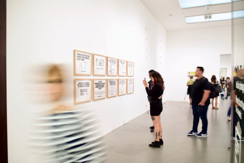 Besucher im Tate Modern Museum London