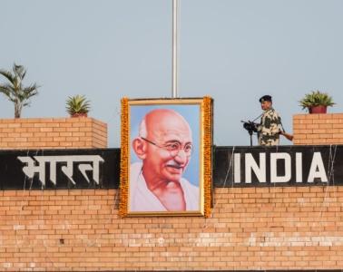 Grenzposten in Wagah an der Grenze zwischen Indien und Pakistan